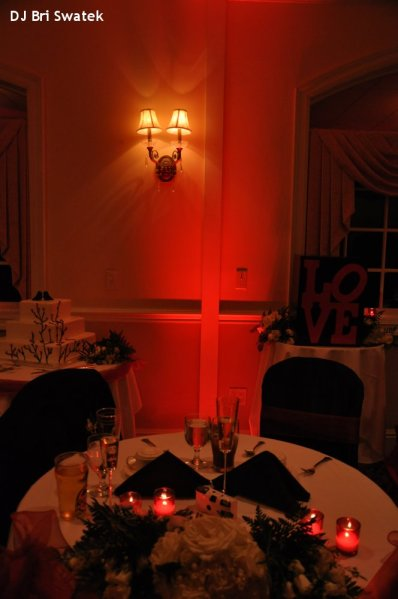 Hudson Valley Wedding DJ Bri Swatek Red Uplighting Head Table Links at Union Vale